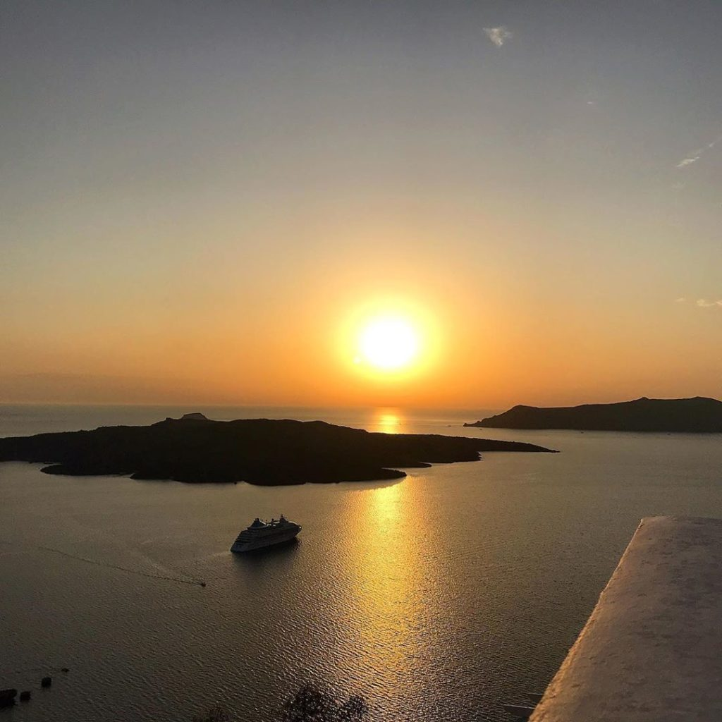 où voir le coucher de soleil à santorin