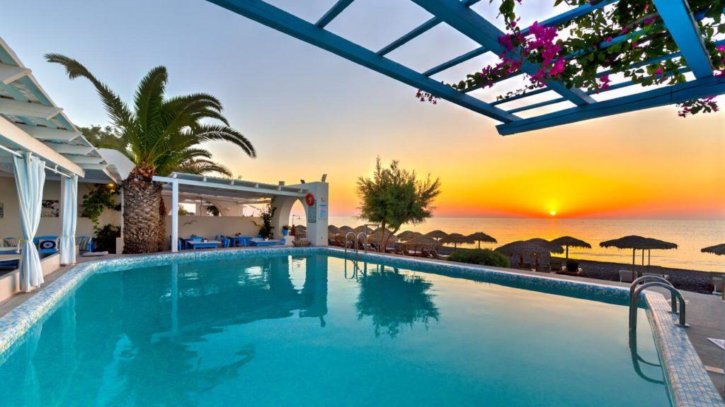 hôtels de plage à santorin