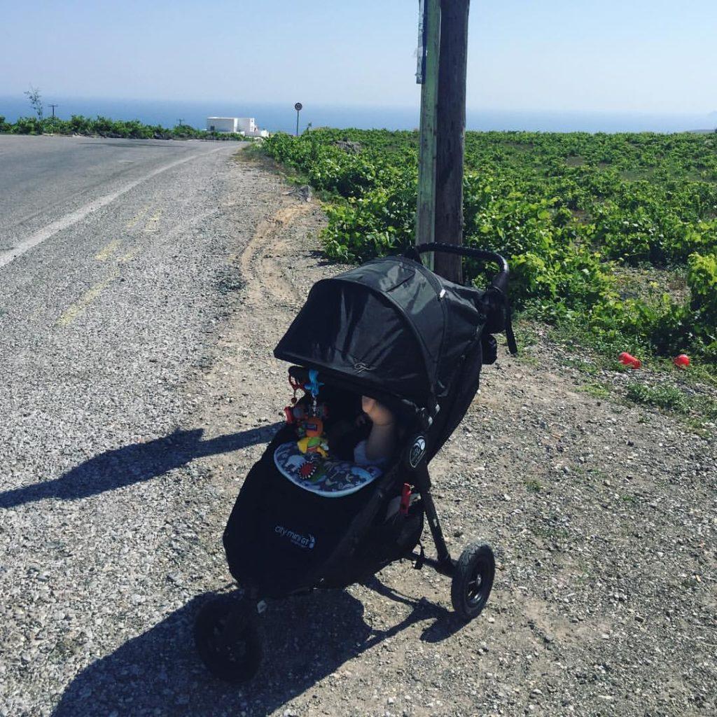 santorin avec un bébé
