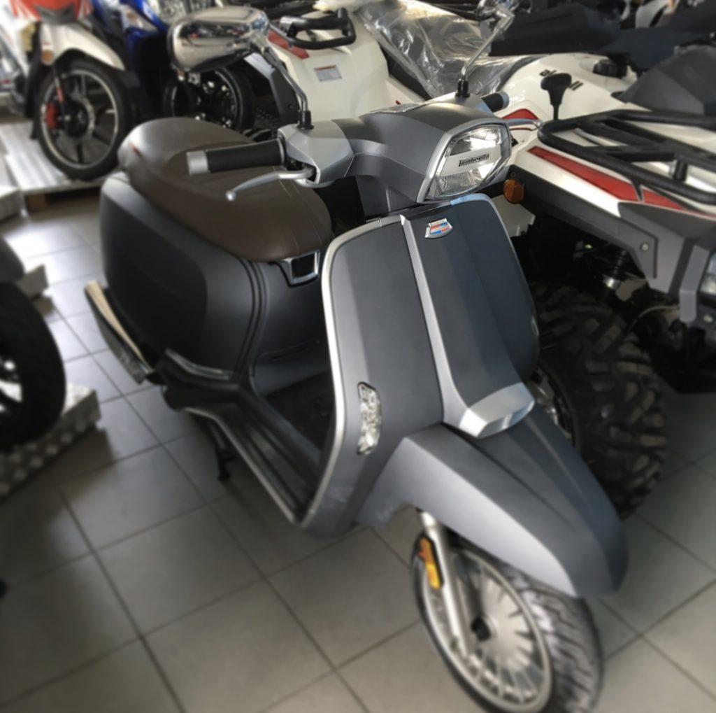 quad ou scooter à santorin