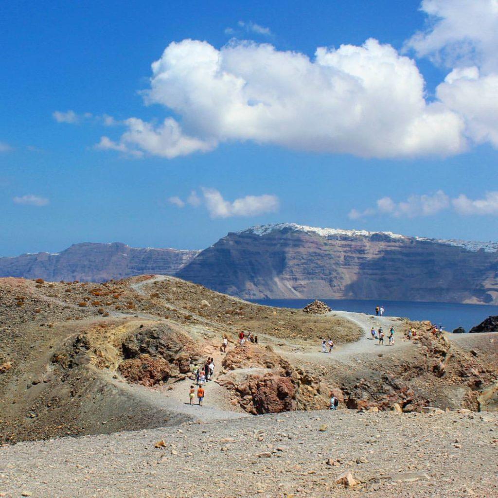 comment visiter le volcan de santorin